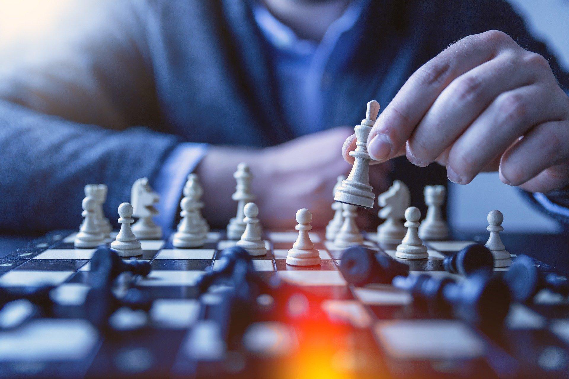 O Que é Liderança Autocrática, Democrática e Liberal — Características, Vantagens e Desvantagens